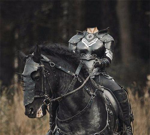 Женские шаблоны для фотошопа: Девушка воин на коне