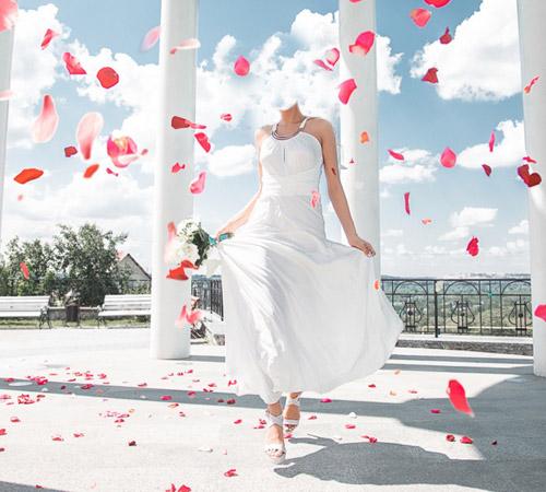 Женские шаблоны для фотошопа: В лепестках роз